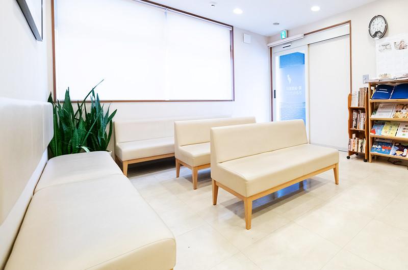 腎・泌尿器科おおねクリニック待合室